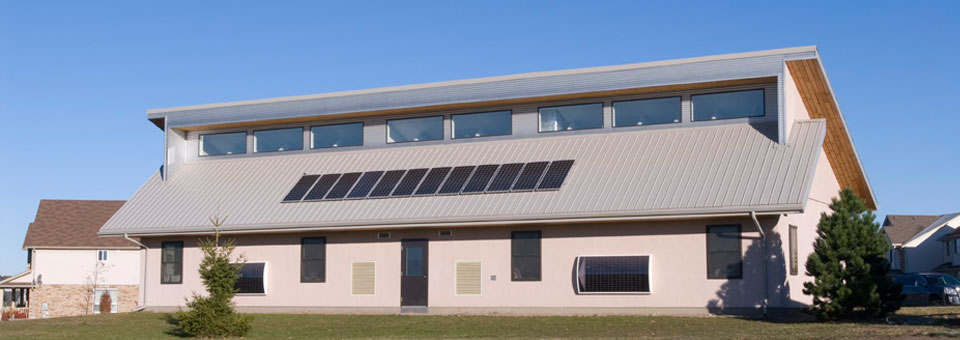 Passive solar design building to passivhaus standards for Moderni piani solari passivi